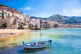 Beautiful Old Harbor with Wooden Fishing Boat in Cefalu, Sicily, Italy. Lámina fotográfica por Aleksandar Todorovic
