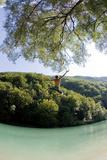 A Boy Jumps into River Soca Near Tolmin Lámina fotográfica por Srdjan Zivulovic