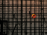 Labourers Work to Build a Railway Station in Wuhan, Hubei Province Reproduction photographique par Stringer Shanghai