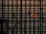 Labourers Work to Build a Railway Station in Wuhan, Hubei Province Lámina fotográfica por Stringer Shanghai
