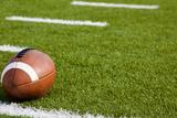 An American Football on Field Fotografisk trykk av Michael Flippo
