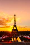 Eiffel Tower at Sunrise, Paris. Fotografie-Druck von  MasterLu