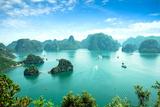 Halong Bay in Vietnam. Unesco World Heritage Site. Impressão fotográfica por  cristaltran