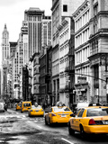 NYC Yellow Taxis / Cabs on Broadway Avenue in Manhattan - New York City - United States Stampa su metallo di Philippe Hugonnard