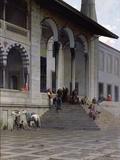 The Entrance to the Yeni-Djami Mosque in Constantinople, 1870 Reproduction photographique par Alberto Pasini
