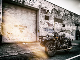 Instants of NY Series - Motorcycle Garage in Brooklyn - Manhattan - New York - United States - USA Metalldrucke von Philippe Hugonnard