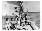 Beauties on sail boat Lámina giclée por  Underwood