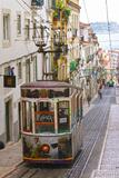 Tram in Lisbon, Portugal Fotografie-Druck