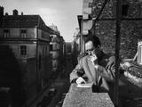 French Writer Albert Camus Smoking Cigarette on Balcony Outside His Publishing Firm Office Kunst op metaal van Loomis Dean