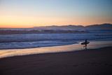 El Porto Beach, Los Angeles, California, USA: A Surfer Exits the Waves at Dusk Fotografisk tryk af Ben Horton