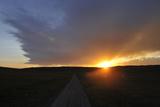 Sunset over a Rural Road Fotografie-Druck von Michael Forsberg