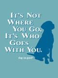 Never Travel Alone Plastskilt av  Dog is Good