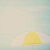 Beach Sunshade Fotografie-Druck von Laura Evans