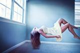 Female Floating in Room Fotografie-Druck von Maren Kathleen Slay