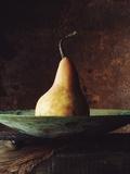 Single Pear in Bowl Kunst op metaal van David Jay Zimmerman