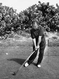 Golfer Claude Harmon Leading with Left Hip as He Hits Ball Arte sobre metal por J. R. Eyerman