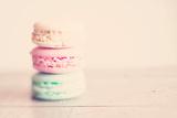 Macaron Biscuits Fotografie-Druck von Laura Evans