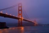 San Francisco's Iconic Golden Gate Bridge before Dawn Near Fort Point Fotografisk trykk av Krista Rossow