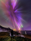 A Woman Enjoys the Aurora Borealis, Bursting in Colorful Rays. Venus Is at the Lower Right Fotografisk tryk af Babak Tafreshi