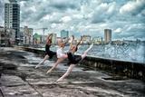Ballerinas from the National Ballet of Cuba Dance on Havana's Malecon Fotografisk trykk av Kike Calvo