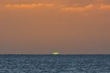 Green Flash after Sunset from Kamalo Wharf, Molokai, Hawaii Fotografisk trykk av Richard Cooke III
