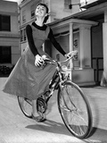Audrey Hepburn on Set of Film Sabrina 1954 (Dress by Givenchy) Foto