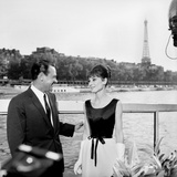 "Actors William Holden and Audrey Hepburn on the Set of the Film ""Paris When it Sizzles"", Paris Foto"