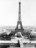 End of the Building of the Eiffel Tower in Paris March 31, 1889 for World Fair in Paris 1889 Foto