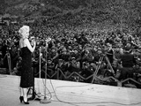 "Marilyn Monroe Named ""Member of Honour of the 25E Division"" on February 16-19, 1954 Foto"