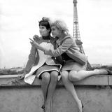 Sisters Sylviane and Sophie Agacinski at Trocadero, Paris, 16 July 1966 Foto