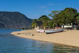 Sandy Beach at Cape Maclear, Lake Malawi, Malawi, Africa Fotografisk tryk af Michael Runkel