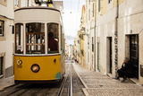 Tram in Elevador Da Bica, Lisbon, Portugal Reproduction photographique par Ben Pipe