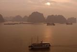 Sunrise at Halong Bay, UNESCO World Heritage Site, Vietnam, Indochina, Southeast Asia, Asia Fotografisk trykk av Rolf Richardson