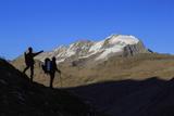 Hikers Admire the View of Alpi Graie (Graian Alps) Landscape, Gran Paradiso National Park, Italy Fotografisk trykk av Roberto Moiola
