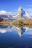 Hikers Walking on the Path Beside the Stellisee with the Matterhorn Reflected Trykk på strukket lerret av Roberto Moiola