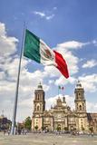 Mexican Flag, Plaza of the Constitution (Zocalo), Metropolitan Cathedral in Background Impressão fotográfica por Richard Maschmeyer