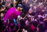 Lathmar Holi Celebrations in Bankei Bihari Temple, Vrindavan, Braj, Uttar Pradesh, India, Asia Reproduction photographique par Ben Pipe