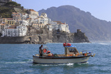 Fisherman in Fishing Boat Heads Out to Sea from Amalfi Harbour Stampa fotografica di Eleanor Scriven