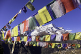 Buddhist Prayer Flags with Mount Kongde Ri Behind Taken Just Above the Town of Namche Bazaar Reproduction photographique par John Woodworth