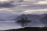 Dawn View of Plockton and Loch Carron Near the Kyle of Lochalsh in the Scottish Highlands Reproduction photographique par John Woodworth