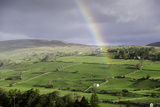 A Rainbow over the Countryside of Swaledale, Yorkshire Dales, Yorkshire, United Kingdom Reproduction photographique par John Woodworth