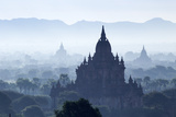 North Guni Temple, Pagodas and Stupas in Early Morning Mist at Sunrise, Bagan (Pagan) Reproduction photographique par Stephen Studd
