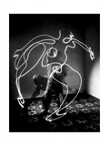 Multiple Exposure of Artist Pablo Picasso Using Flashlight to Make Light Drawing of a Figure Metalldrucke von Gjon Mili