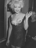 Singer Cyndi Lauper on Her Way to Attend the Mtv Video Awards Metalldrucke von Kevin Winter