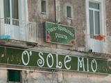 O'Sole Mio Pizzeria Sign, Ischia, Bay of Naples, Campania, Italy Metalltrykk av Walter Bibikow