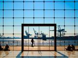 People Strolling at Hamburg Harbour Modern Architecture Metalltrykk av Bodo Ulmenstein