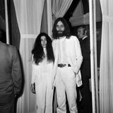 John Lennon and Yoko Ono, 1969 Fotografie-Druck von  Blandford