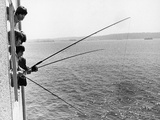 The Beatles Fishing from their Hotel Room 1964 Fotografisk tryk af Curt Gunther