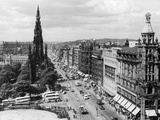 Aerial view of Princes Street in Edinburgh Fotoprint van  Staff