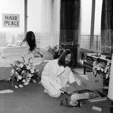 John Lennon and Yoko Ono, 1969 Fotoprint av Charles Ley